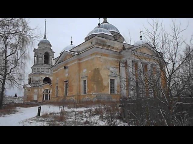 Зимний замок на берегу реки, вид с высока / Winter castle by the river, with high