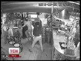 В кафе Києва на очах у правоохоронців молодики по-звірячому побили хлопця