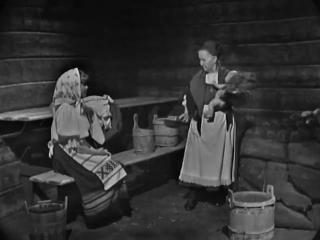 Elmi Tsokkinen loitsii lapselle saunassa Julkaistu: 16.4.1965