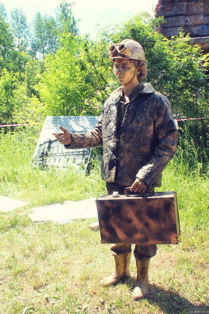 Живая скульптура шахтера