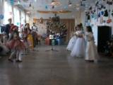 1-А клас.Новорічний танок зі сніжинками.Постановник- я!:-)