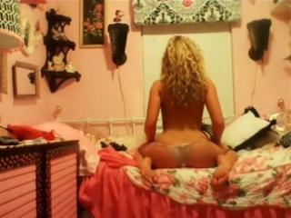 Девочка крутит попкой перед вебкой [Домашнее, любительское, частное порно и жёсткий секс 18+] [720p]