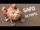 Sapo enorme feito com saco de lixo e papel frog sculpture paper plastic