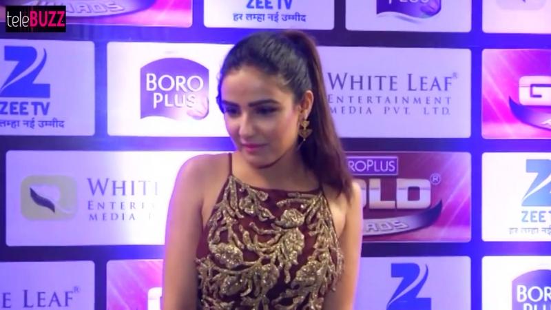 Tashan-e-Ishqs Twinkle flaunts side B00B at ZeeTv Gold Awards 2016 Red Carpet