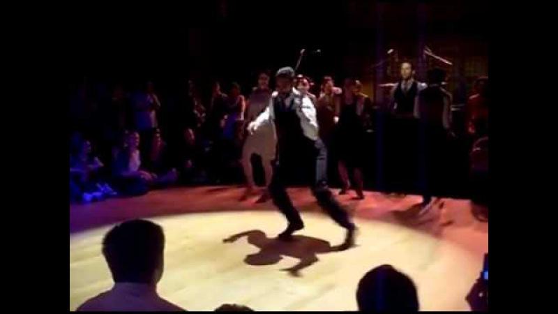 Чарльстон танец 20-х годов, но не утратил свое очарование и сегодня....