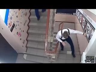 Футболист команды университета МЧС выпал в окно после корпоратива