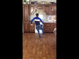 Алик. Танцует. Лизгинку. 🙌