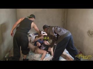 Два мужика поймали мусульманку и жёстко отодрали её