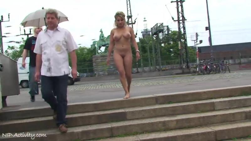 Monic Nude in Public 4