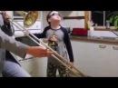 """DIVERTIDISIMO Padre e hijo con horno tocan Freaks"""" Timmy Trumpet WHEN MOM ISNT HOME"""