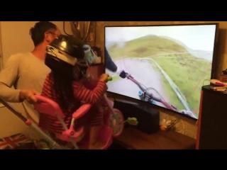 Когда отец круче, чем любые очки виртуальной реальности :)