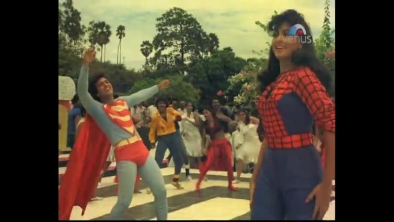 Кажется мы стали забывать как выглядят настоящие супергерои Индийский супермен и женщина в костюме человека паука