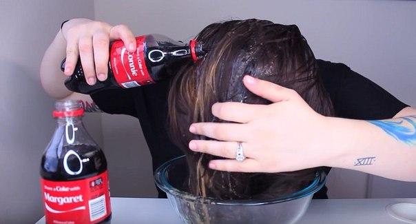 Она вылила на голову 2 бутылки обычной кока-колы. Дальше было ЭТО.