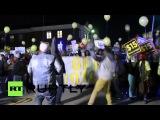 США: Чарльстон быстрого питания работников сплотиться для мин. заработной платы, как Сандерс парад город.