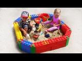 ✿ LEGO ПЕСОЧНИЦА Для Детей Строим из Огромного ЛЕГО Конструктора New LEGO Toys Unboxing