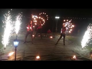Фаер шоу ИНГЛИЯ и симфо-группа Trio Gold's в ресторане Усадьба г. Ростов-на-Дону