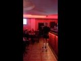 Потрясающая игра на скрипке)))) у нас своя Ванесса Мэй
