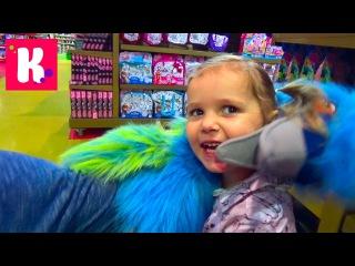 Miss Katy в Дубаи День#8 едем в магазин игрушек катаемся с горки shoping in kids toy store