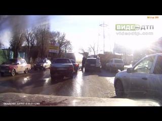 В Саратове на проезжую часть рухнула кровля 07 12 2015 | ДТП авария