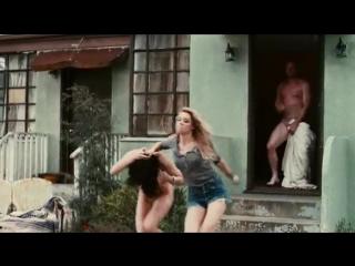 Жена вывела голую любовницу на улицу А голый муж смотрит