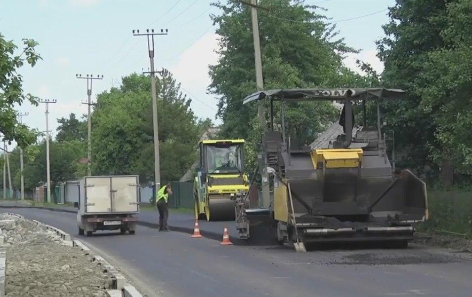 В Зеленчукском районе полным ходом идет ремонт федеральной автодороги