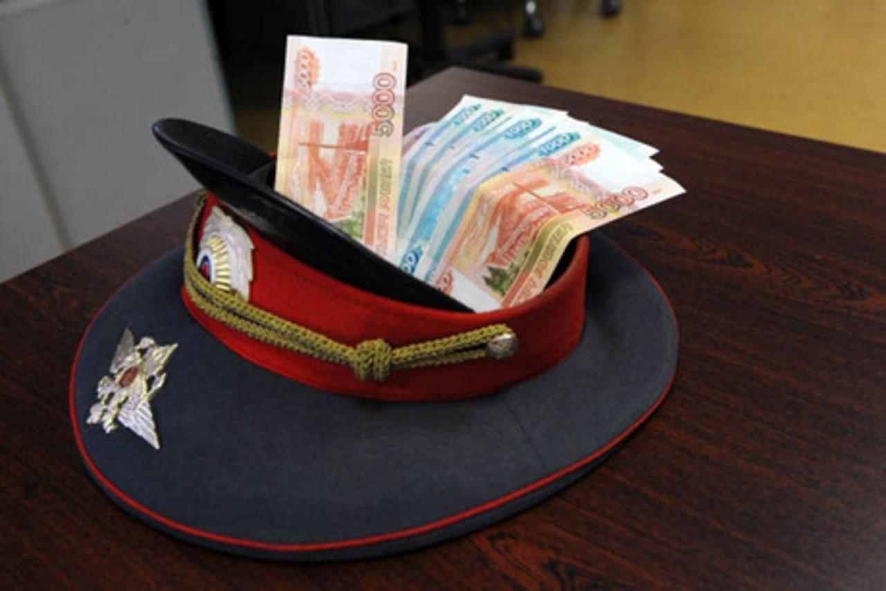 Бывшего сотрудника полиции будут судить за получение взятки