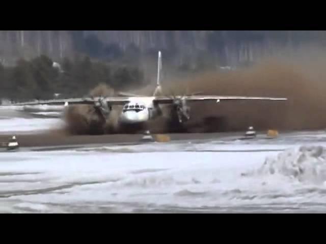 UTAir-Aviation Ан-24 взлетает с раскисшей полосы An-24 flies起飛從泥濘的地帶
