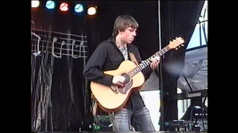 Gareth Pearson plays Little Bit Of Blues by Jerry Reed and Chet Atkins