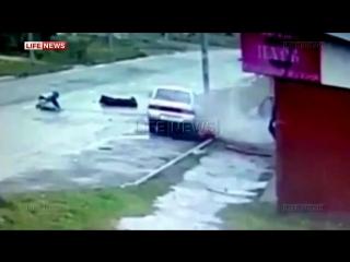 Водитель и пассажир чудом выжили в ДТП в северной Осетии! (27.03.2016)