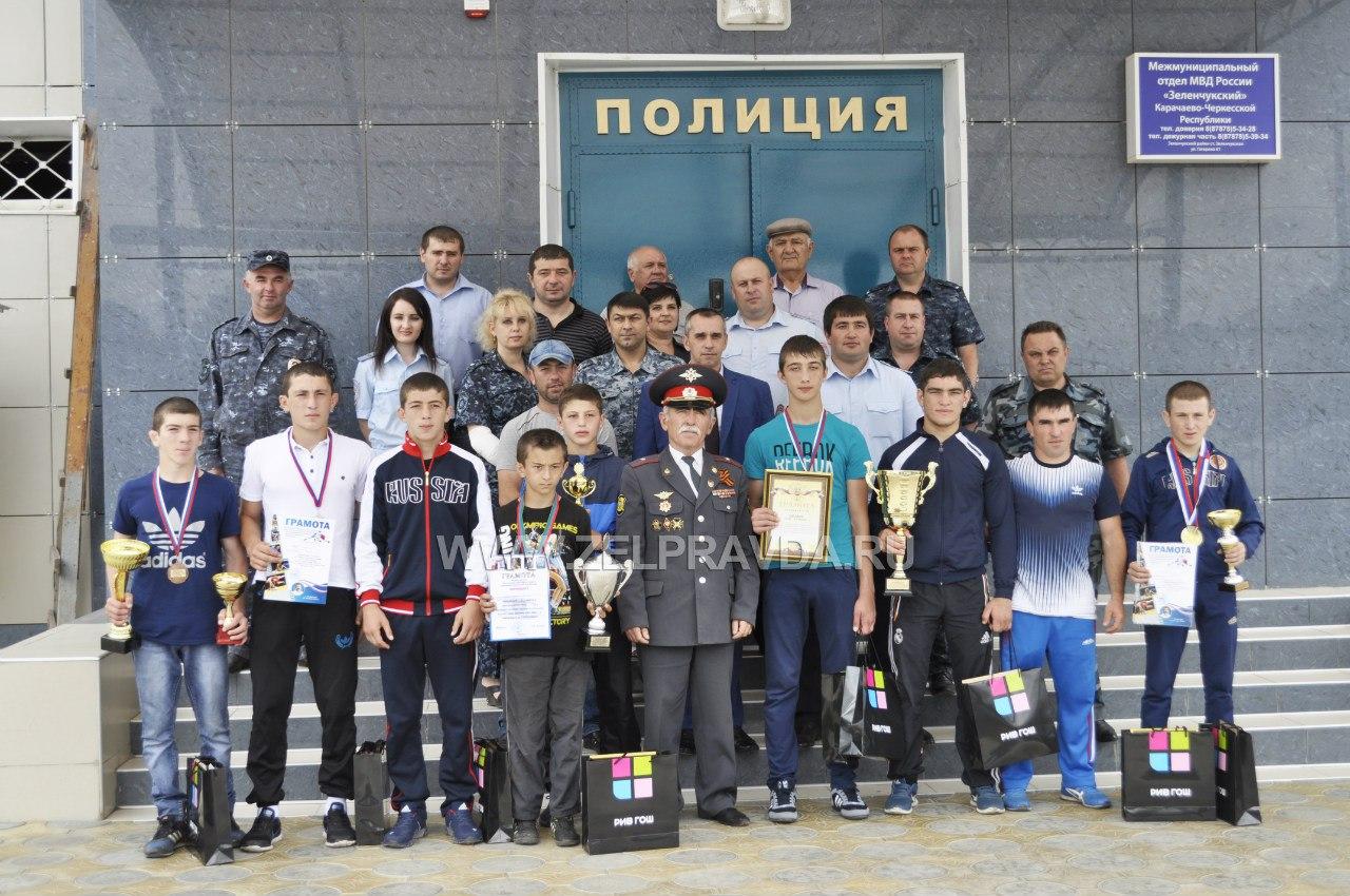 В станице Зеленчукской чествовали борцов из станицы Сторожевой