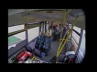 Москва. Автобус врезался в столб. ДТП сняли камеры внутри автобуса