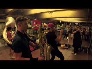 Metro-artist in New York: TOO MANY ZOOZ / Lucky Chops! Amazing group!