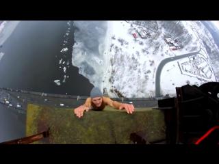 Подборка реально страшных и отмороженных  трюков на высоте!