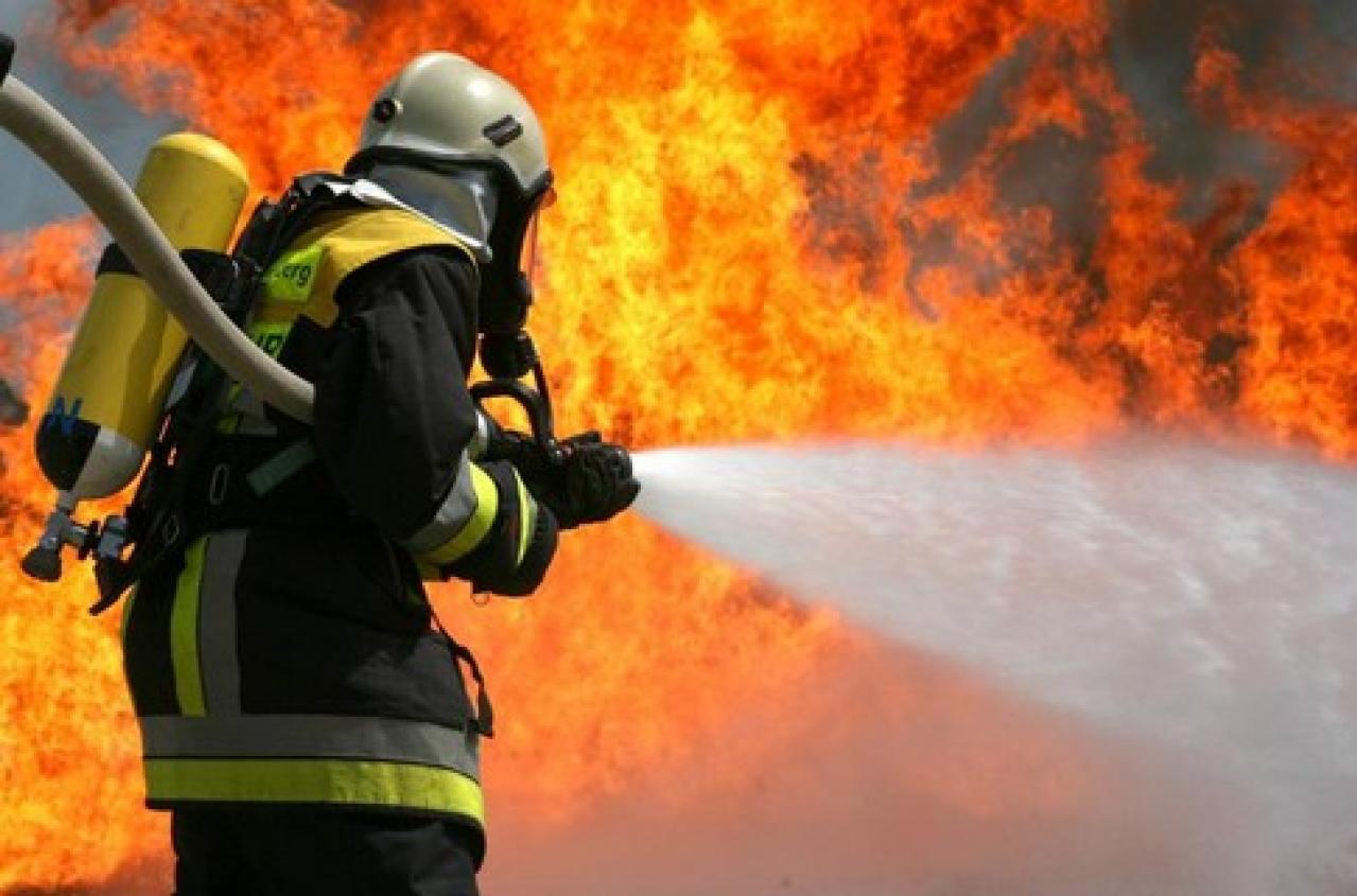В станице Кардоникской огонь уничтожил летнюю кухню