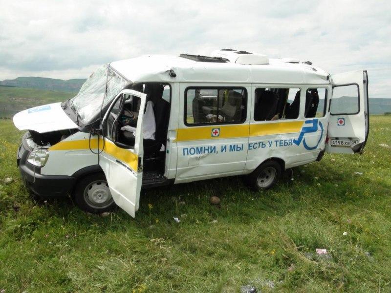 В Карачаево-Черкесии микроавтобус с детьми попал в ДТП