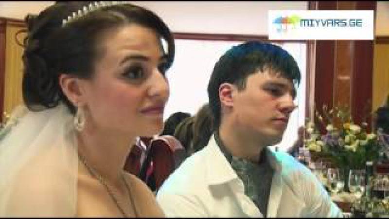 ინვალიდი ბიჭი, ძმას უმღერის ქორწილში,