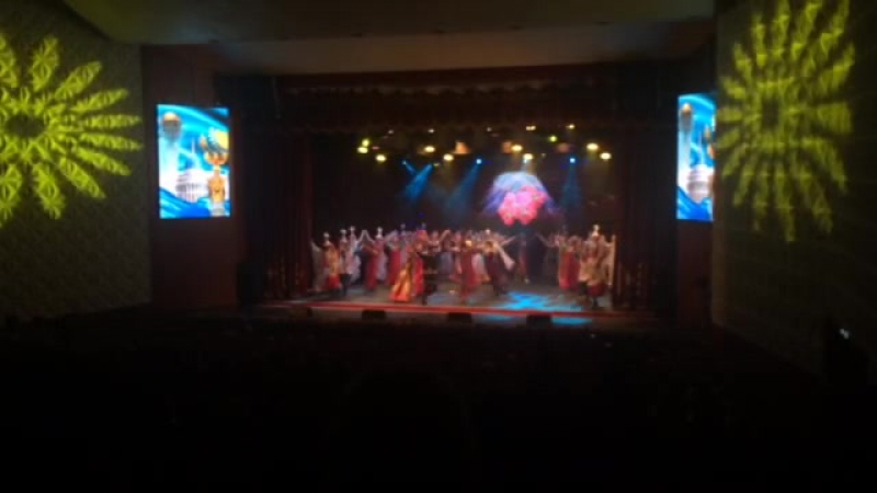Fashion_theater_kolibri with  ・・・ Шаттық отаны⭐️⭐️⭐️ With: @serik_sariyev @serik_sariyevs_school_of_dance @nastroenie_dance_grou