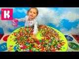 Мисс Кейти Игрушки сюрпризы, в разноцветных конфетках и шариках, a lot of Candy with surprise toys unboxing