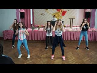 Выступление танцевального коллектива 6