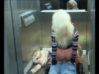 Любительское видео в лифте секс фото 104-249