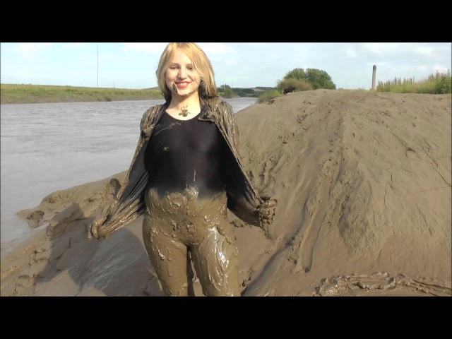 Felicity the Catsuit Mud Angel - Fully clothed mudlarking in spandex - the trailer!