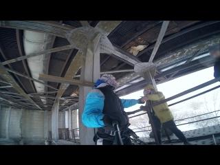 Корреспондент и фотограф НГС прыгнули с коммунального моста по долгу службы. Ни один журналист не пострадал. Зато репортаж про э