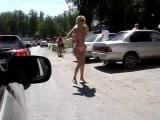 Это надо видеть! Полный прикол! Девушка зажигает классный дэнс в авто-пробке!