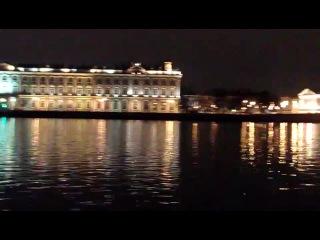 На набережной г.СПб (рядом с Дворцовым мостом)