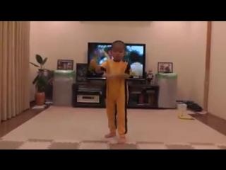 Маленький Брюс Ли - супер!