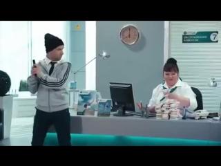 Грабитель заика пытается ограбить банк