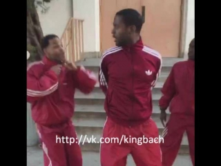 When you're in a dance group and there's an undercover cop. #Relatable 😂😂 w/ Splack_19 , Klarity , Wuz Good #KingBach
