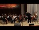 Прокопенко Дарья на гитаре с симфоническим оркестром играет в большом зале филармонии