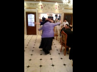 старик танцует раступись