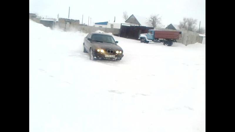 BMW 5 LADA2106